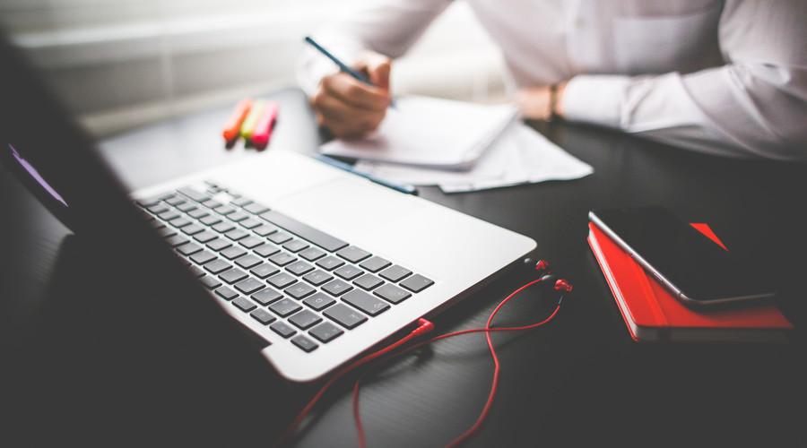 网站建设或网站改版时,模板建站与定制开发微型企业该如何选择?