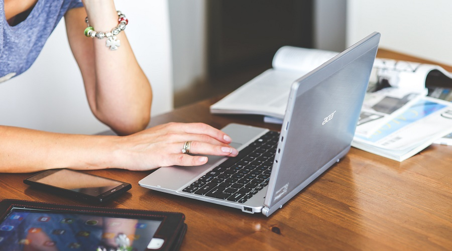 网站建设或网站改版时,模板建站与定制开发中型企业该如何选择?