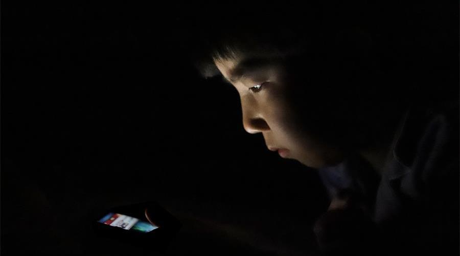 中小学生应不应该带手机进校园?