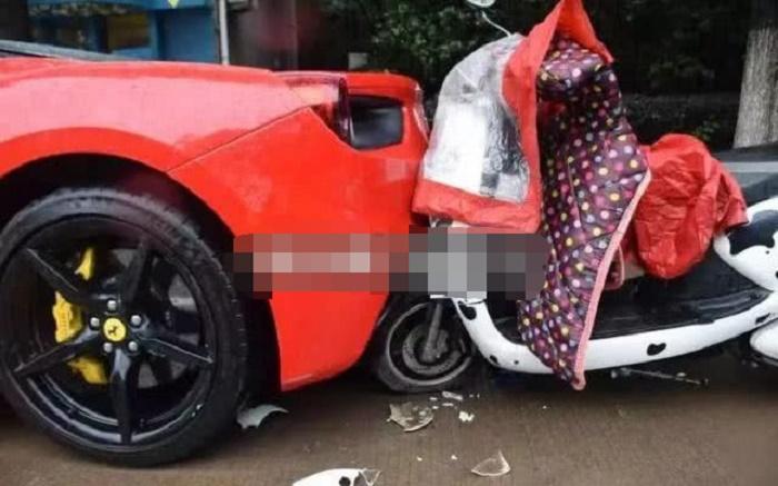 女大学生驾车玩手机,不幸追尾法拉利,初步估价修理费为20万!